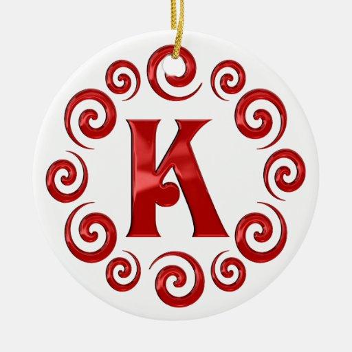 Rojo de la letra K del monograma Adorno Navideño Redondo De Cerámica