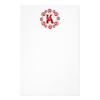 Rojo de la letra K del monograma Papelería