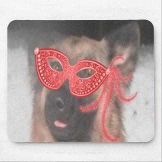 Rojo de la máscara del carnaval del pastor alemán  alfombrilla de ratón