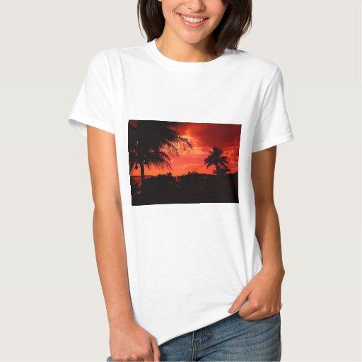 Rojo de la puesta del sol camiseta