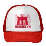 Rojo de la silueta del puente de Brooklyn Gorros Bordados