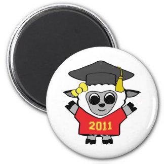 Rojo de las ovejas del chica y graduado 2011 del o imán redondo 5 cm
