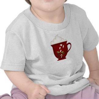 Rojo del amante del chocolate caliente con verde camiseta