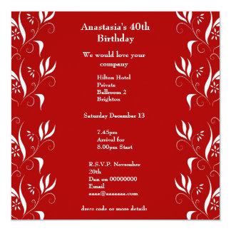 Rojo del cumpleaños de la invitación con floral