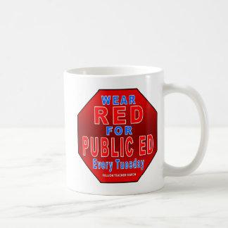 Rojo del desgaste para Ed público Taza De Café