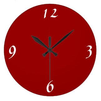 Rojo del llano con los relojes de pared blancos de
