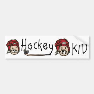 Rojo del niño del hockey etiqueta de parachoque