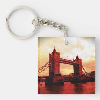 rojo del puente de la torre de Londres Llaveros