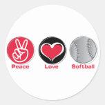 Rojo del softball del amor de la paz pegatina redonda
