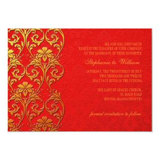 Rojo e invitación del boda del remolino del oro