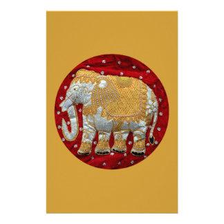 Rojo embellecido y oro del elefante indio papeleria de diseño