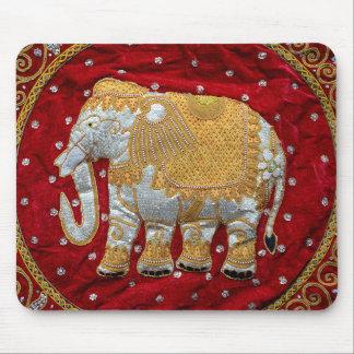 Rojo embellecido y oro del elefante indio tapete de ratón
