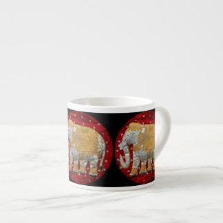 Rojo embellecido y oro del elefante indio taza espresso