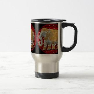 Rojo embellecido y oro del elefante indio taza térmica