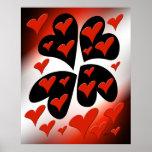 Rojo en corazones negros impresiones