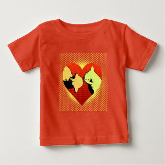 Rojo en el rojo, dos gatos en un corazón hola camisas