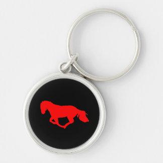 Rojo en llavero negro de la silueta del caballo