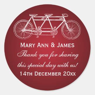 Rojo en tándem de la bici del boda de la etiqueta