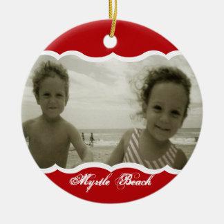 Rojo gemelo de la foto adorno navideño redondo de cerámica