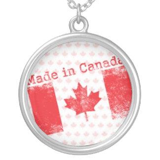 Rojo hecho en el sello de Canadá en fondo de la ho Colgante Redondo