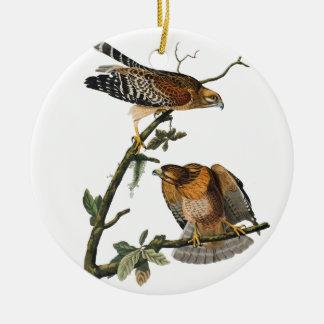 Rojo-llevó a hombros el halcón adorno de navidad