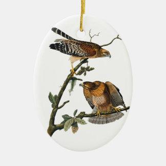 Rojo-llevó a hombros el halcón ornamento de navidad
