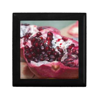 Rojo macro de la semilla de la foto de la fruta de cajas de joyas