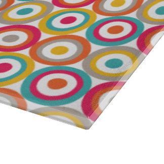 Rojo, naranja, amarillo, y círculos retros del tablas para cortar