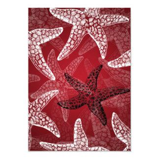 Rojo nupcial de las estrellas de mar de la ducha invitación personalizada