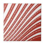 Rojo patriótico y el blanco protagoniza la bandera teja  ceramica