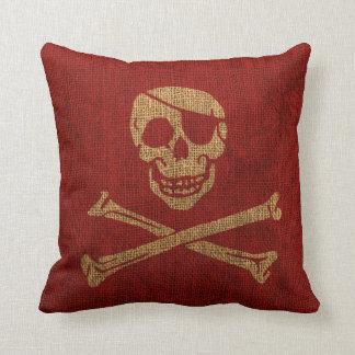 Rojo rústico del cráneo del pirata cojín