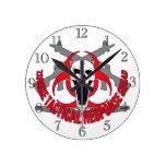 Rojo táctico del zombi reloj de pared