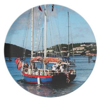 Rojo, Wite y barco azul en St Thomas Plato De Cena