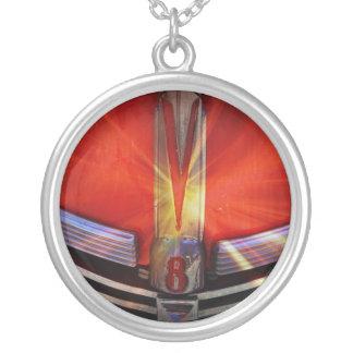 Rojo y cromo V8 Grimpola