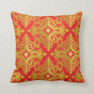 Rojo y diseño de la diadema del oro cojín