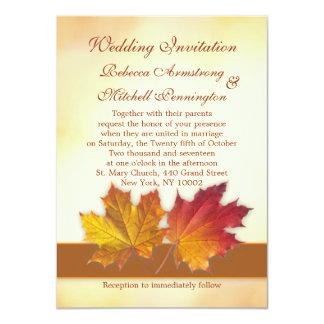 Rojo y el casarse de las hojas de arce del oro invitación 11,4 x 15,8 cm