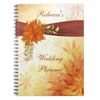Rojo y hojas de otoño del oro que casan al planifi libro de apuntes