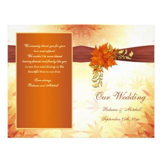 Rojo y hojas otoñales del oro que casan programa tarjeton