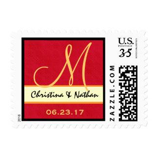 Rojo y monograma de la fecha del boda del oro sello postal