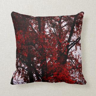 Rojo y negro cojín decorativo