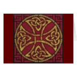 Rojo y nudo del Celtic del oro Felicitacion