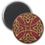 Rojo y nudo del Celtic del oro Imán Redondo 5 Cm
