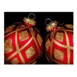 Rojo y postal del ornamento del navidad del oro