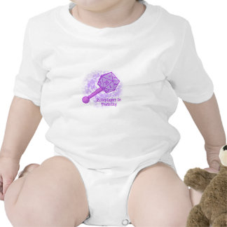 Roleplayer en púrpura de entrenamiento traje de bebé