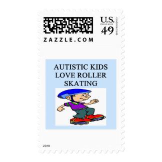 rollerskating autístico del amor de los niños sello