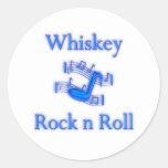 Rollo de la roca n del whisky pegatina redonda