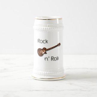 Rollo de la roca n jarra de cerveza