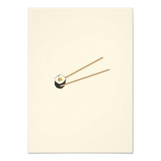 """Rollo de sushi con los palillos invitación 4.5"""" x 6.25"""""""