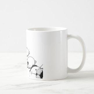 Rollo del barro amasado de la cautela taza clásica