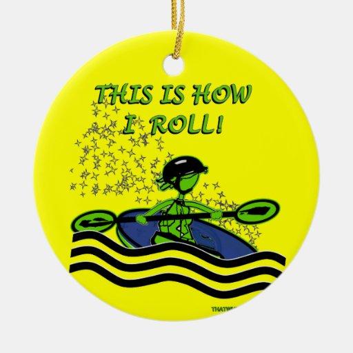 Rollo del kajak de Whitewater Ornamento Para Arbol De Navidad